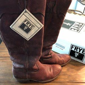 Frye Carson Lug dark Brown Boots - Size 6